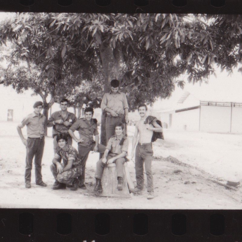 Militares junto ao Quartel