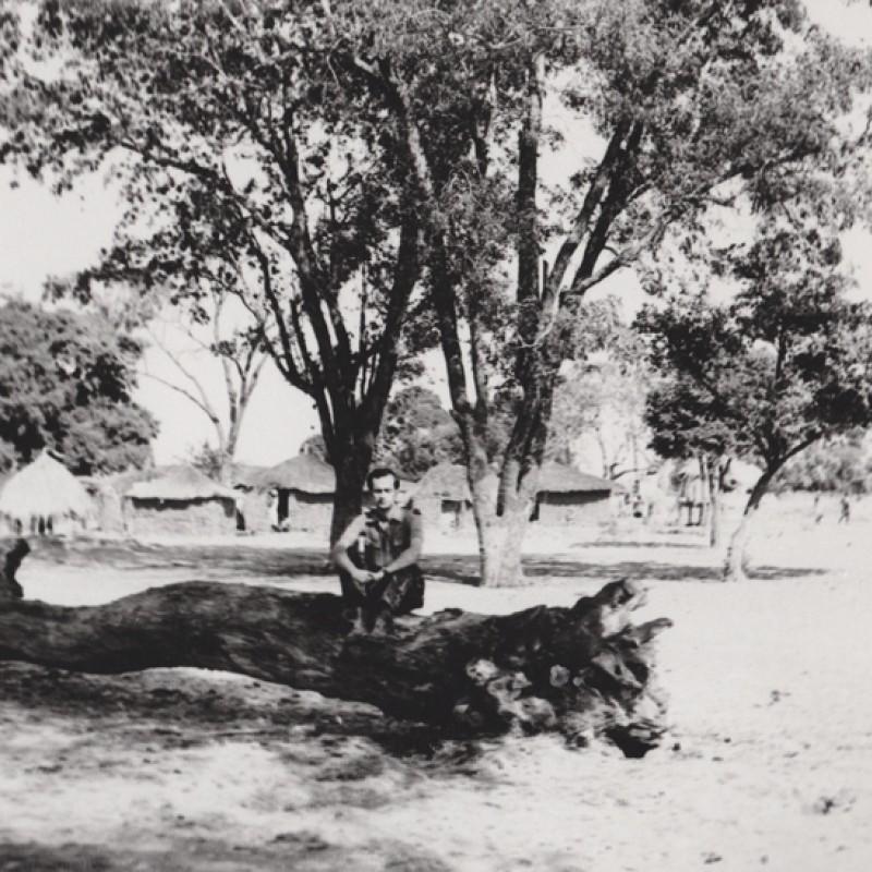 """Aldeia de """"Flechas"""" em Mavinga"""
