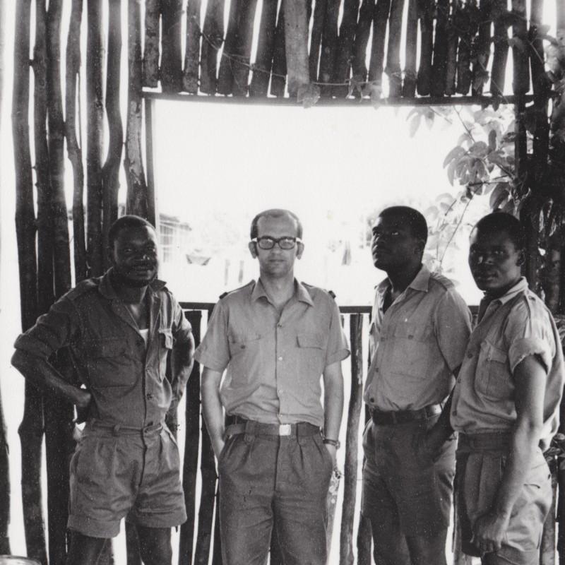 Auto-retrato com Katangueses em Ninda