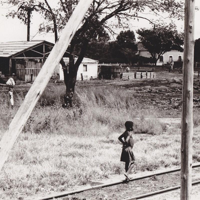 Junto à linha férrea - Luso