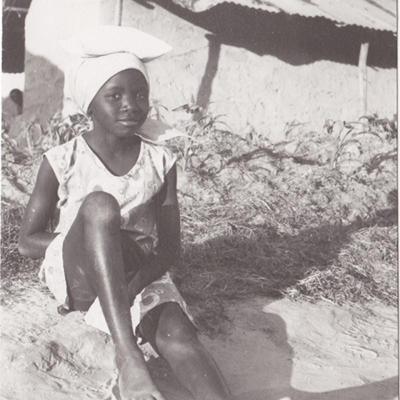 Menina em aldeia